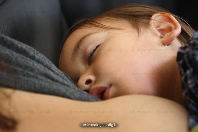 Clusteren borstvoeding slapen