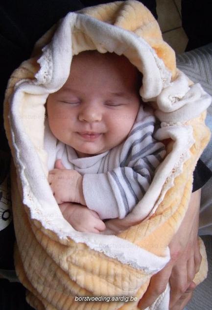 Slapen borstvoeding aardig for Baby op zij slapen kussen