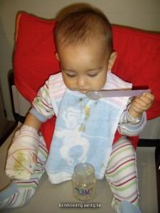 Een papje van afgekolfde moedermelk