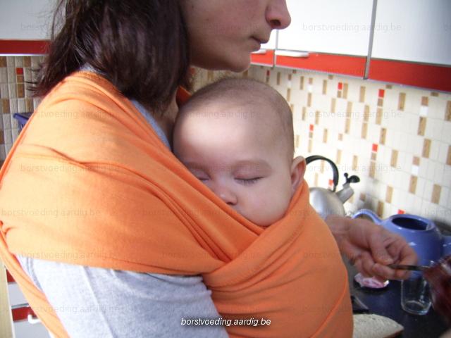 Baby in de draagdoek