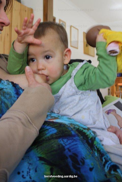 Borstvoeding: zittend voeden